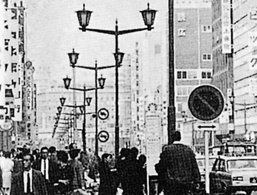 丸一の角パイプ(ガス灯タイプの街路灯・交通信号機)